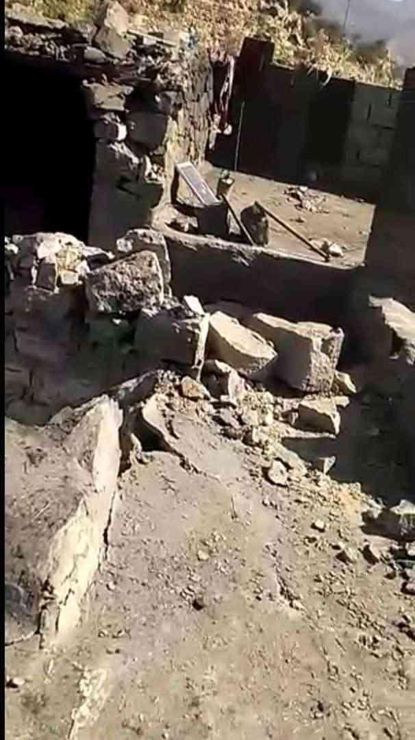 قذيفة حوثية تقتل امرأتين وتصيب أخرى في حيفان تعز