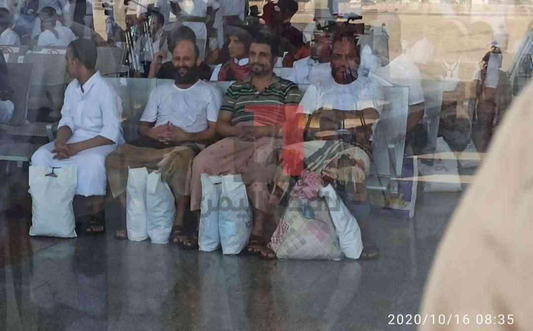 أسير حوثي فاجئ الصليب الأحمر قبل لحظات من التبادل بطلب غريب لكن الأخير رفضه .. فما هو الطلب ؟!