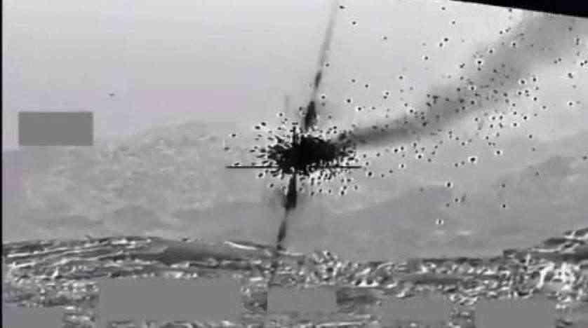 شاهد.. التحالف ينشر فيديو للحظة تدمير مسيرات حوثية مفخخة