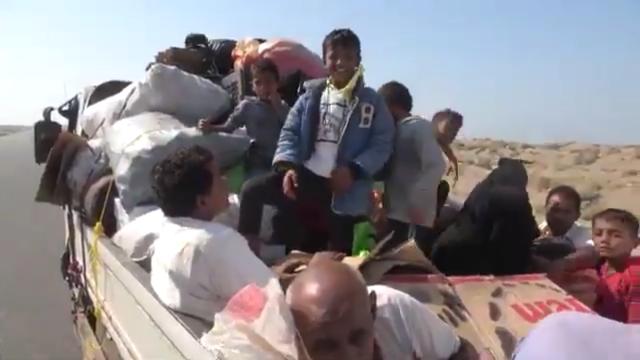 الحوثي يجبر عشرات الأسر على النزوح من الحديدة